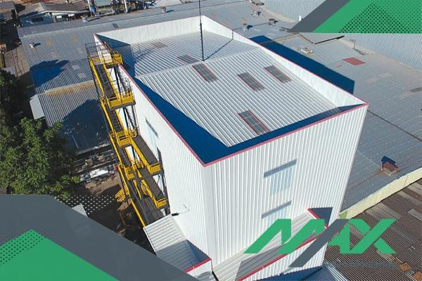 Los páneles termoacústicos también son conocidos como páneles aislantes, y facilitan las construcciones de nivel medio a un gran costo.