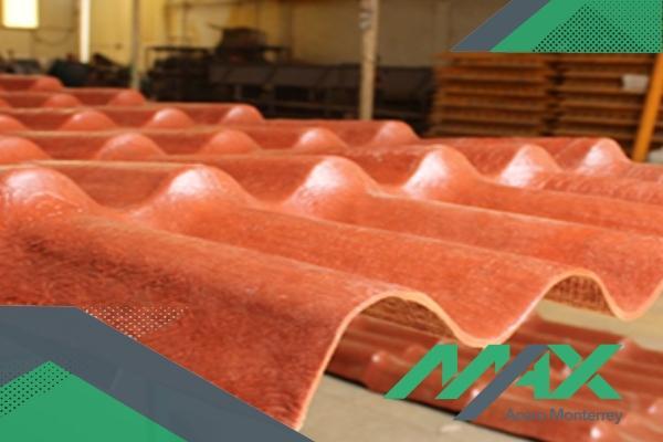 La lámina plastiteja está hecha de polietileno mineralizado, para darle un diseño fuerte y estético a este producto plástico para techo.